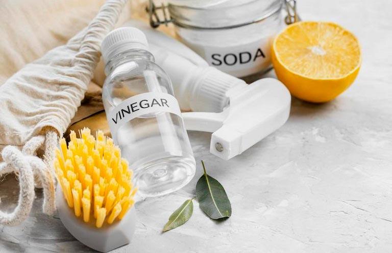 White Vinegar vs. Distilled White Vinegar